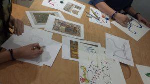 les fabricateurs pendant un atelier calligraphie